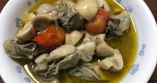 牡蠣とマッシュルームとトマトのアヒージョ
