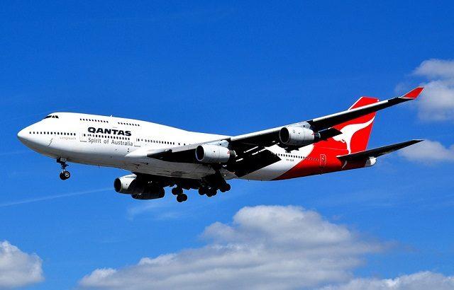 カンタス航空最後のB747、ラストフライトの航跡はカンタスマークだった!
